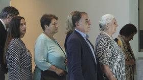 Na soudní jednání o účasti Nizozemska na masakru ve Srebrenici se přijeli podívat i příbuzní obětí (19. 7. 2019)