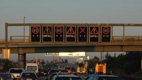 Na středoevropských dálnicích se budou o nadcházejícím víkendu tvořit dlouhé kolony.