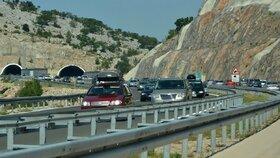 Na chorvatských dálnicích i většině hraničních přechodů do Chorvatska od sobotního rána silně zhoustl provoz, a to především směrem k moři.