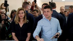 Na Ukrajině se konají volby, favoritem je strana prezidenta Zelenského (21. 7. 2019)