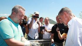 Ministr životního prostředí Richard Brabec asistoval premiérovi Babišovi ve vypouštění syslů.