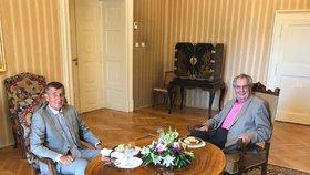 Prezident Miloš Zeman přivítal v Masarykově pracovně v Lánech premiéra Andreje Babiše. (24. 7. 2019)
