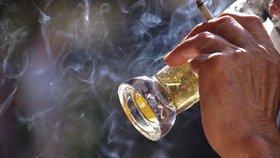 Španělské Katalánsko plánuje zákaz kouření i na zahrádkách barů a restaurací