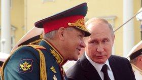 Putin se zúčastnil přehlídky ruského námořnictva