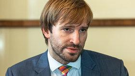 Jak neplatit majlant za léky? Podle ministra zdravotnictví Adama Vojtěcha (32, za ANO) pomáhají seniorům i dětem ochranné limity na léčiva.
