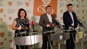 Předseda ČSSD Jan Hamáček, ministryně práce a sociálních věcí Jana Maláčová a ministr zahraničních věcí Tomáš Petříček přicházejí na konferenci věnovanou státnímu rozpočtu. ČSSD vyjádřilo s návrhem nesouhlas (31. 7. 2019).