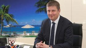 Ministr zahraničí Tomáš Petříček (ČSSD) chce od lidí zpětnou vazbu spokojenosti práce českých diplomatů v zahraničí. Pro případné stížnosti či pochvaly zavedl institut Konzulárního ombudsmana.
