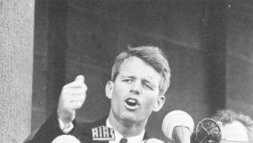 Robert Kennedy během projevu v Berlíně