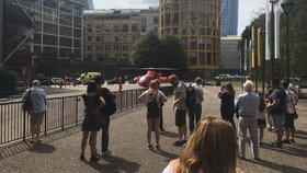 Teenager shodil dítě z věže londýnské galerie Tate Modern. Na místě je i vrtulník