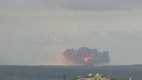 V Krasnojarské oblasti v Rusku explodoval sklad munice se střelným prachem a 40 tisíci dělostřeleckými granáty.