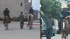 Policisté na koních vedli zadrženého černocha na laně.