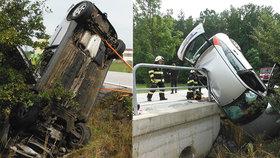 Automobil skončil po nehodě ve velmi netypické poloze.