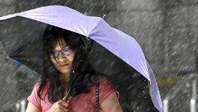 Tchaj wan se ocitl bez proudu. Silný vítr a déšť doprovází všudypřítomná hrozba ničivého působení přírody