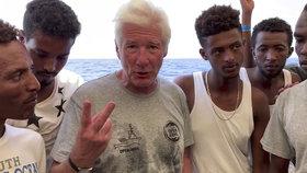 Americký herec Richard Gere kritizoval Itálii kvůli jejímu postoji k migrantům.