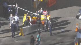 Předměstí Sydney po útoku šílence ozbrojeného nožem