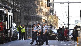 Útočník v Sydney zranil kuchyňským nožem ženu. Z vraždy další ženy je podezřelý