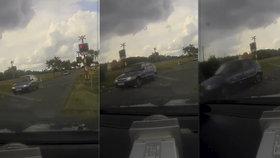 Řidič prosvištěl na červenou policistům rovnou před nosem: Ti to zveřejnili na videu