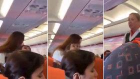 Letuška EasyJet vyhrožovala rodině pokutou, protože si malý chlapec stoupl na sedačku.