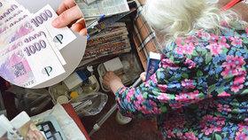 Důchodci mají sotva na nájem, stát se k nim ale stále obrací zády