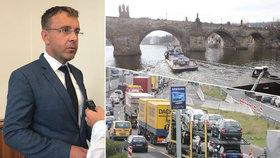 Vladimír Kremlík (za ANO) chce v resortu dopravu udělat změny. Plánuje více zabezpečit železniční dopravu, zlepšit vodní a zlepšit i situaci na D1