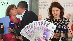 Vicepremiér Jan Hamáček (ČSSD) líbá vicepremiérku a šéfku státní kasy Alenu Schillerovou (vlevo), na Janu Maláčovou (ČSSD) jednání teprve čeká.