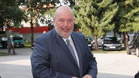 Ministr zemědělství Miroslav Toman (ČSSD) nařídil mimořádnou revizi všech jatek v Česku.