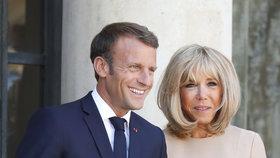 Francouzský prezident Macron s manželkou Brigitte.