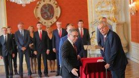 Prezident Miloš Zeman jmenoval Lubomíra Zaorálka ministrem kultury.
