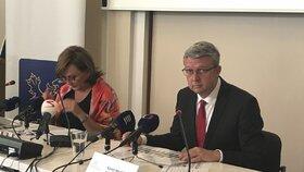 Ministryně financí Alena Schillerová a ministr průmyslu Karel Havlíček (oba za ANO) představují své plány ohledně živnostenského balíčku.