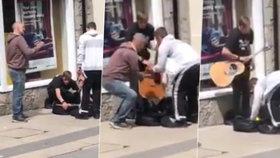 Zloději okradli slepého pouličního muzikanta.