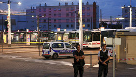 Útok ve Francii: Jeden mrtvý (†19), devět zraněných. Pachatele zadrželi, (31.08.2019).