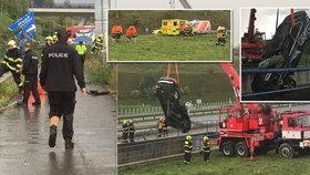 Auto skončilo po nehodě pod vodou. Díky svědkům nehody neskončila nehoda tragicky!
