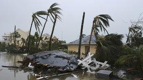 Hurikán Dorian za sebou nechal na Bahamách nesmírné škody. Stále míří na USA.