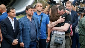 Oleg Sencov po příletu do Kyjeva.