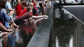 Tisíce lidí se v New Yorku shromáždily ke vzpomínce na oběti teroristických útoků z 11. září 2001.
