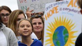 Greta Thunbergová demonstrovala s dalšími studenty před Bílým domem (13. 9. 2019)