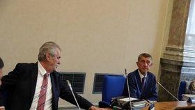 Prezident Miloš Zeman s premiérem Andrejem Babišem (ANO) na jednání vlády. (16. 9. 2019)