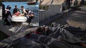 V řeckých uprchlických táborů denně přibývá uprchlíků.