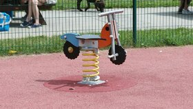 Na dětských hřištích a sportovištích se často objevují pryžové povrchy. U nich ovšem není jisté, zda jsou bezpečné.