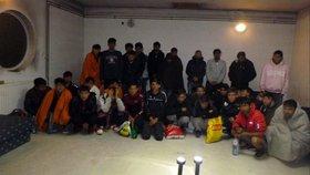 Nelegální náklad ve vlaku: V Maďarsku našli 38 migrantů.