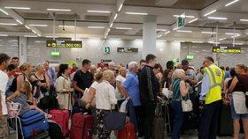 Krach cestovní kanceláře Thomas Cook zasáhl i turisty na letišti ve španělské Mallorce