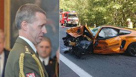 Podle informací TN.cz po čelním střetu s Fordem Mustang zemřel generál Milan Jakubů.