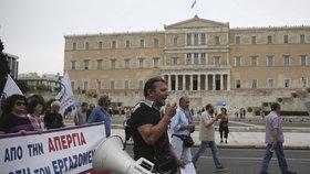 V Aténách probíhají protesty proti navrženým změnám v oblasti pracovního práva. Ty ochromily dopravu.
