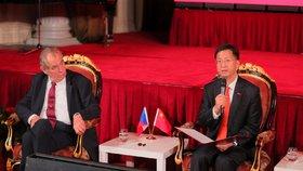 Prezident republiky Miloš Zeman a čínský velvyslanec Čang Ťien-min na recepci pořádané čínskou ambasádou v pražském paláci Žofín (25. 9. 2019)