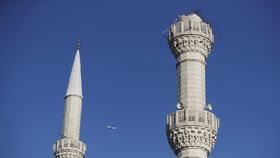 Zemětřesení v Istanbulu vzbudilo paniku, otřesy způsobily kolaps minaretů.
