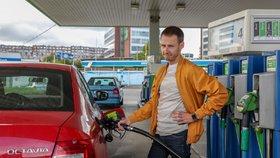 Naopak nejdražší jsou pohonné hmoty v Praze.