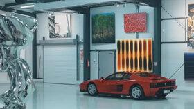 Luxusní sídlo Leona Tsoukernika: Ferrari, lamborghini, vrtulník Bell a další milionové káry, všude kolem umělecké předměty nemenší hodnoty...