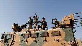 Příslušníci Svobodné syrské armády a spojenci Kurdů na severu Sýrie (11. 10. 2019).