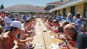 Soutěž jedlíků při oslavách Borůvkobraní 2010