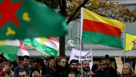 Kurdové protestovali v německých městech proti turecké invazi do Sýrie.